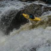 L'été, un classique, c'est la rivière Valin avec ses rapides de grande envergure et sa sortie d'eau majestueuse le long du fjord du Saguenay! Voici @4mickaelroy en action sur la fameuse chute de la Valin #honeypot #perfect20! Restez à l'affut car bientôt aura lieu l'événement estival par execellence le Festivalin 2019! 🤟 . . In summer, a classic is the Valin River with its large-scale rapids and its majestic take-out along the Saguenay Fjord! Here is SkunkyMike in action on the famous waterfall of the Valin #honeypot # perfect20! Stay tuned as one of the best summer event Festivalin 2019 will happen soon! 🤟 . . #valin #chicoutimi #kayakdetail #skunkybro . 📸 @kidfranky19