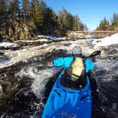 @lpthewolf steeze the @wakakayaks Steeze on the only unfrozen spot in Chicoutimi! Be ready for an awesome season of good flows for a long time! Snow pack is epic we repeat snow pack is epic. . . #thewolf #wakakayaks #steezymofo #steeze #wakabro #kayakdetail #snowmelt #stakeout #stakedehors #attachetatuque